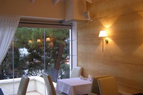 Εστιατόριο ή άλλο μέρος για φαγητό στο Allahou
