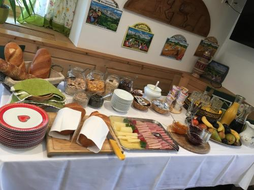 Breakfast options available to guests at Ospizio La Veduta