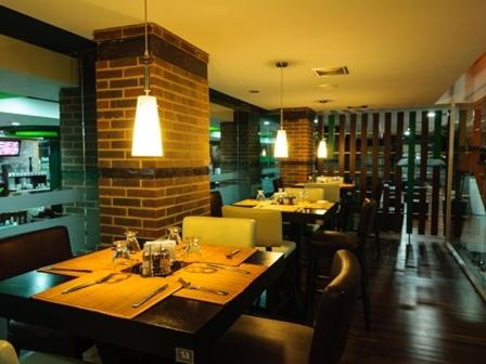 A restaurant or other place to eat at Hotel Alex Caracas