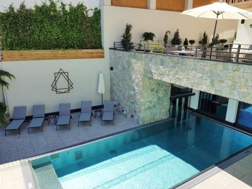 The swimming pool at or near Das Naturjuwel