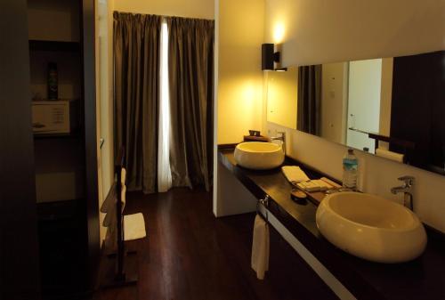 A bathroom at Kebun Villas & Resort