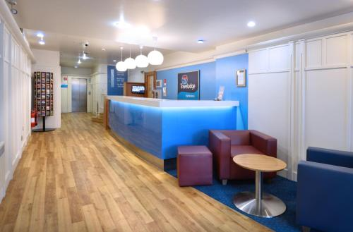 The lobby or reception area at Travelodge Dublin City Rathmines