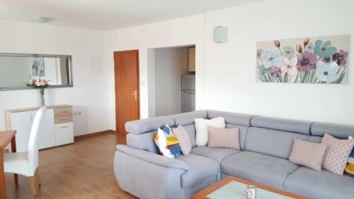 Posezení v ubytování Cozy apartment with sea view