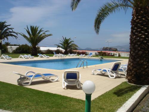 Der Swimmingpool an oder in der Nähe von Hotel Caravelas