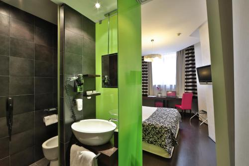 A bathroom at Best Western Cinemusic Hotel