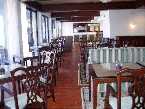 Un restaurante o sitio para comer en Pousada Forte da Horta