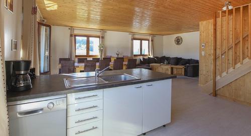 Cuisine ou kitchenette dans l'établissement gite les rochettes