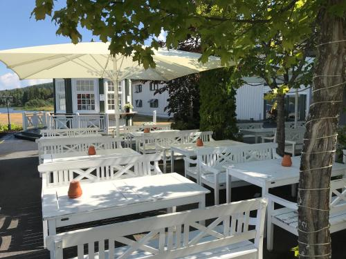 A restaurant or other place to eat at Tyrifjord Hotel