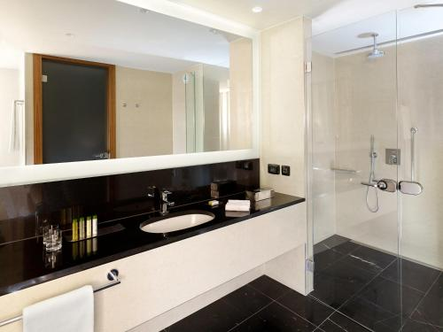 A bathroom at DoubleTree by Hilton Zagreb