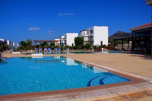 The swimming pool at or near Marina Cristal Bay Apartment