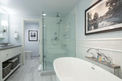 A bathroom at Boston Yacht Haven
