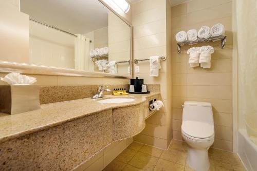 Bagno di Best Western Plus Plaza Hotel