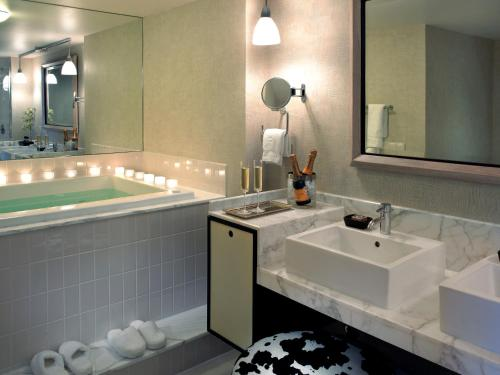 A bathroom at The Highland Dallas, Curio Collection by Hilton