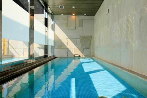 The swimming pool at or near Candeo Hotels Kobe Tor Road
