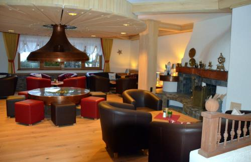 The lounge or bar area at Parkhotel Kirchberg