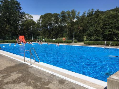 Der Swimmingpool an oder in der Nähe von Ferienwohnung am Wehlenbach
