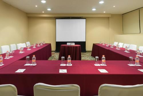 Zona business o sala de conferencias en Krystal Monterrey