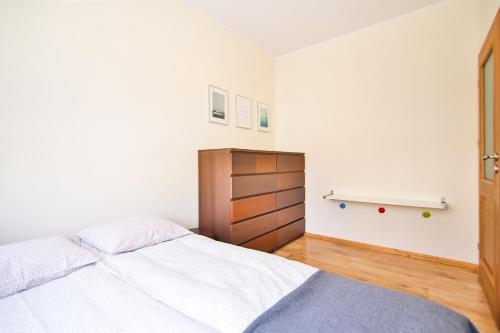 Łóżko lub łóżka w pokoju w obiekcie Apartamencik