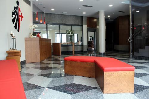 El vestíbulo o zona de recepción de HOTEL ARZÚA