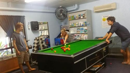 A pool table at Reef Lodge Backpackers