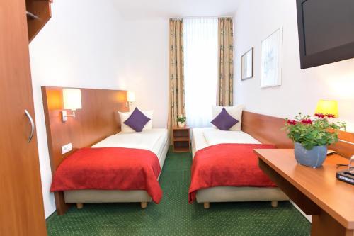 Ein Bett oder Betten in einem Zimmer der Unterkunft Hotel Weierich