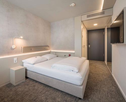 A bed or beds in a room at Stadthotel Münster
