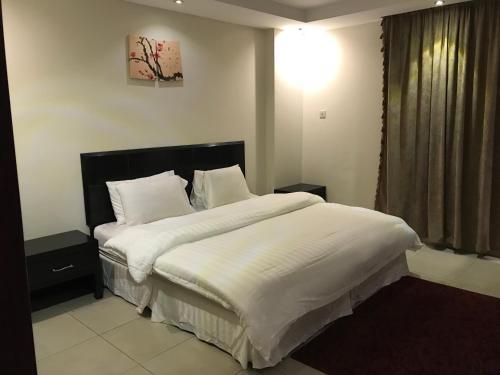 سرير أو أسرّة في غرفة في بلو ساندس البيلسان للوحدات السكنية