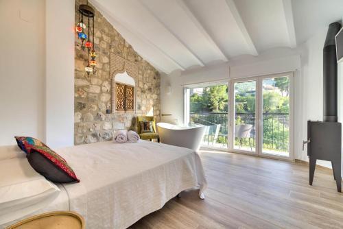 Cama o camas de una habitación en El Secret de la Forada Adult Only