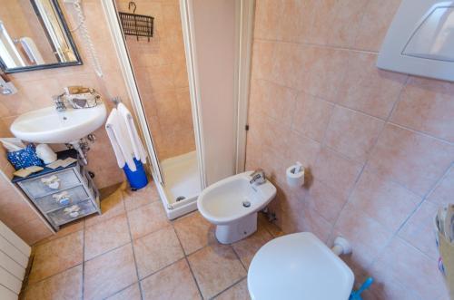 A bathroom at Hotel San Desiderio