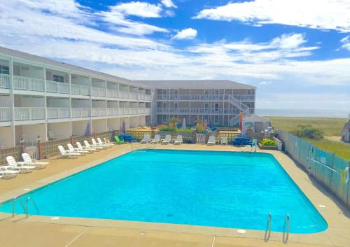 The swimming pool at or near Sandcastle Resort