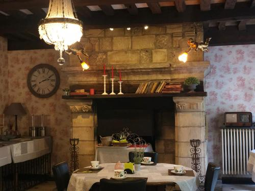 A restaurant or other place to eat at Hôtel De La Cathédrale