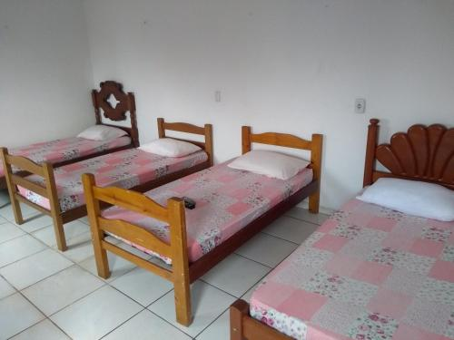 A bed or beds in a room at Pousada Anhanguera