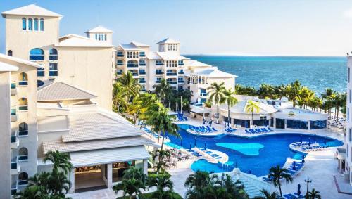 Una vista de la pileta en Occidental Costa Cancún - All Inclusive o alrededores