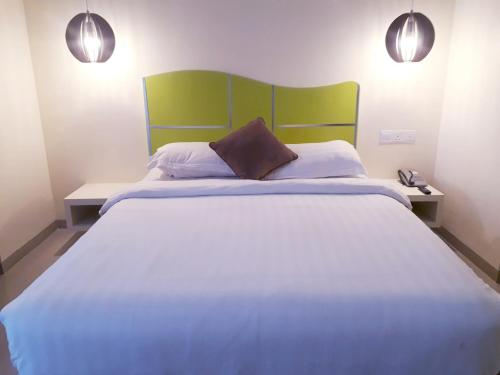 A bed or beds in a room at Vanilla Hotel
