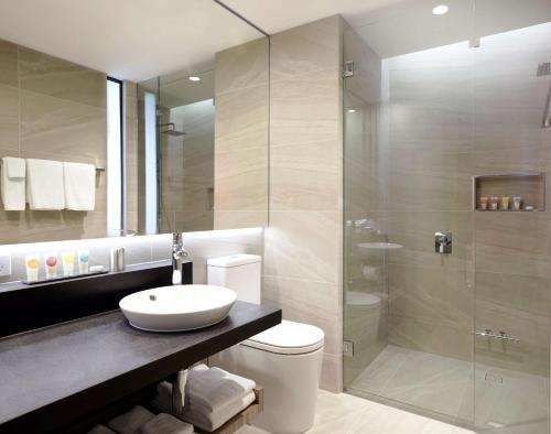 A bathroom at Hyatt Place Melbourne, Essendon Fields
