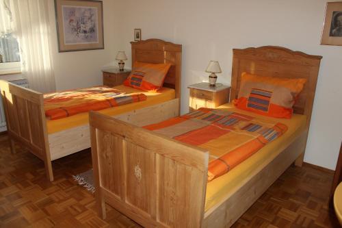 Ein Bett oder Betten in einem Zimmer der Unterkunft Ferienwohnung Waltraud