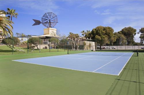 Tennis ou squash au sein de l'hôtel ou à proximité