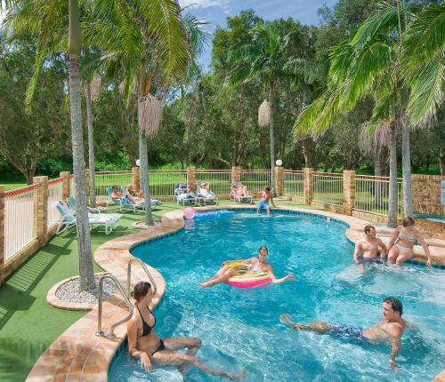 The swimming pool at or close to Glen Villa Resort