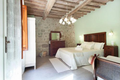 Uma área de estar em Deluxe Romantic Apartment San Gimignano
