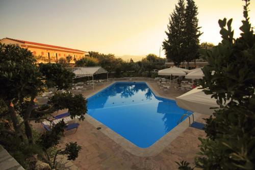 Πισίνα στο ή κοντά στο Ξενοδοχείο Mytilana Village