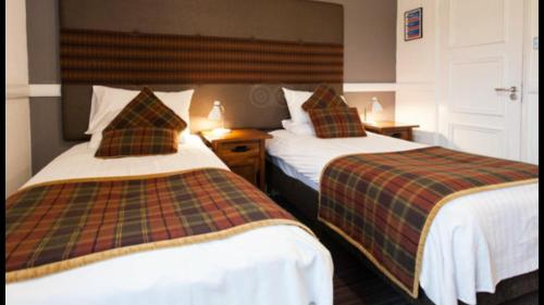A bed or beds in a room at Honest Lawyer Hotel