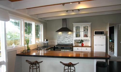 A kitchen or kitchenette at Beautiful view house