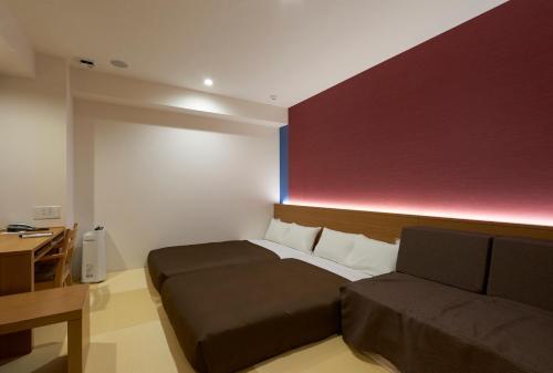 京都城四條大宮酒店房間的床