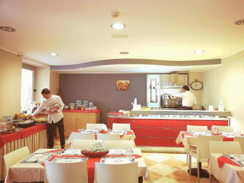 A restaurant or other place to eat at Hotel San Martino