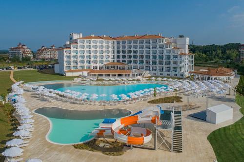 Басейн в или близо до Sunrise Blue Magic Resort - All Inclusive