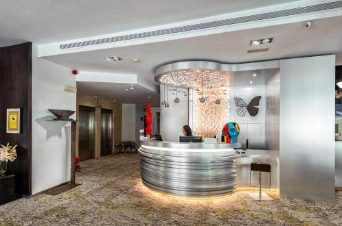 The lobby or reception area at Mariposa Hotel Malaga