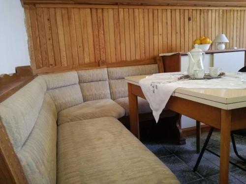 A seating area at Apartmani Vodice