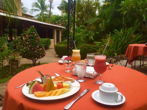 Breakfast options available to guests at Villa del Sueño
