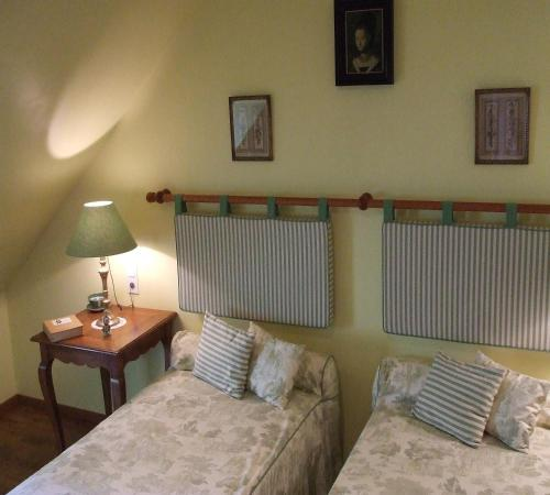 A bed or beds in a room at Le Moulin d'Hys