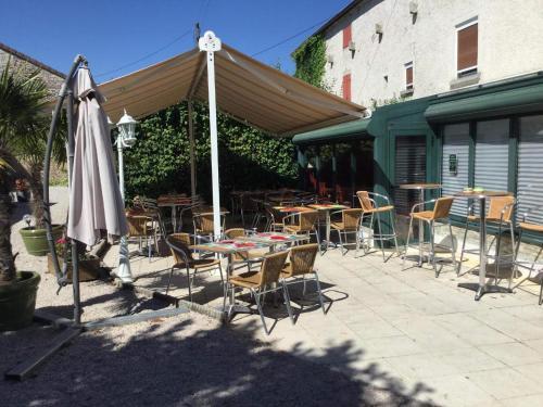 A restaurant or other place to eat at Domaine de la Borde